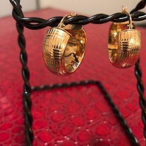 Jewelry - 14kt hoop earrings ✨